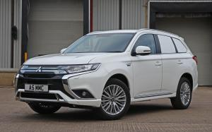 Mitsubishi Outlander PHEV Commercial 2019 года (UK)