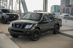 Nissan Frontier SV Midnight Edition Crew Cab