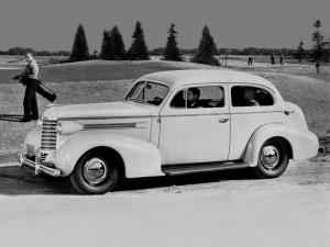 Oldsmobile Six 2-Door Touring Sedan 1937 года