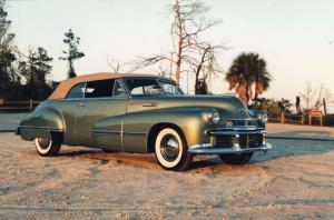 Oldsmobile 98 Custom Cruiser Convertible 1942 года
