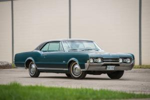 1967 Oldsmobile Cutlass Supreme Holiday Coupe