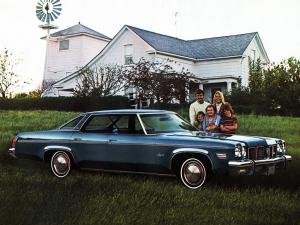 Oldsmobile Delta 88 Royale Hardtop Sedan 1975 года