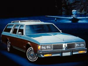 Oldsmobile Custom Cruiser 1987 года