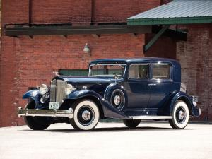 Packard Twelve Club Sedan 1933 года