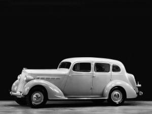 Packard 120 Touring Sedan 1935 года