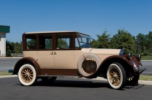 1922 Pierce-Arrow Model 33 Sedan