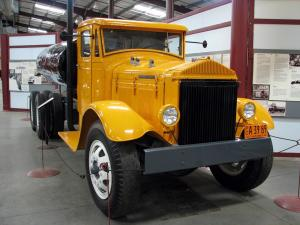 1932 Pierce-Arrow Tank Truck