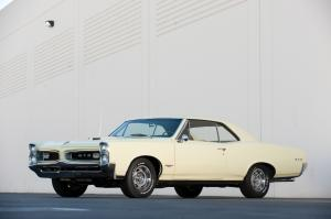 Pontiac GTO Tri-Power Hardtop Coupe 1966 года