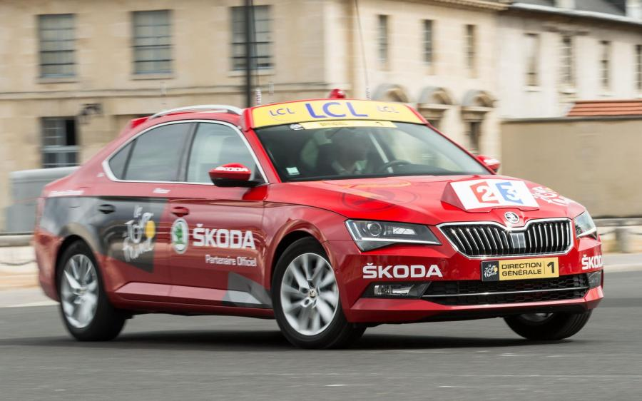 Skoda Superb Red Car in Tour de France '2015