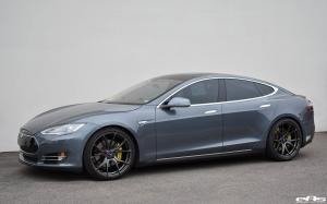Tesla Model S P100D in Carbon Graphite by EAS on Vorsteiner Wheels (V-FF 103) 2017 года
