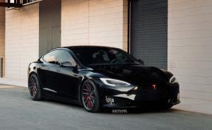 Tesla Model S P100D on Strasse Wheels 2018 года