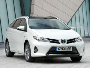 Toyota Auris Touring Sports Hybrid 2013 года