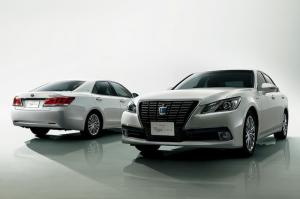 2014 Toyota Crown Royal Saloon Black Style