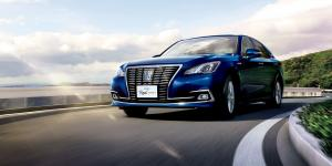 Toyota Crown Royal Saloon G Hybrid 2015 года