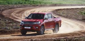 Toyota Hilux Invincible Double Cab 4x4 2015 года