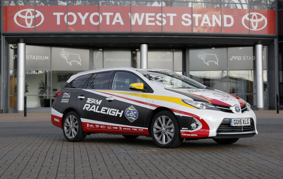 Toyota Auris Touring Sports Hybrid Team Raleigh-GAC