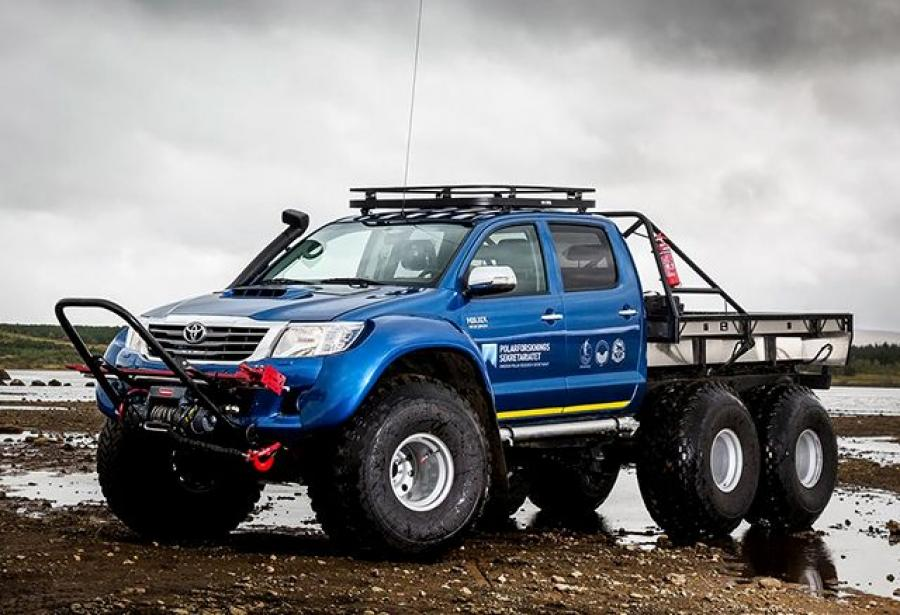 Toyota Hilux AT44 Magic-DML Expedition 6x6  by Arctic Trucks