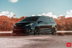 Toyota Sienna by Unlimited Wraps on Vossen Wheels (CV10) 2019 года