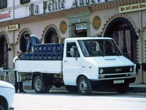 1978 UNIC Daily Chassis Cab
