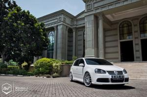 2014 Volkswagen Golf GTi in Asian Tuning