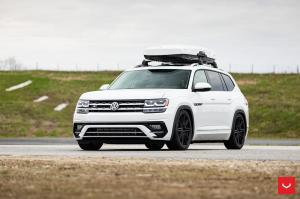 Volkswagen Atlas R-Line on Vossen Wheels (CV10) 2019 года