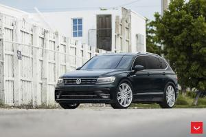 Volkswagen Tiguan R-Line on Vossen Wheels (CV10) 2019 года
