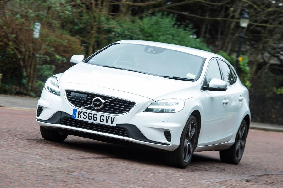 Volvo V40 D2 R-Design (UK) '2016