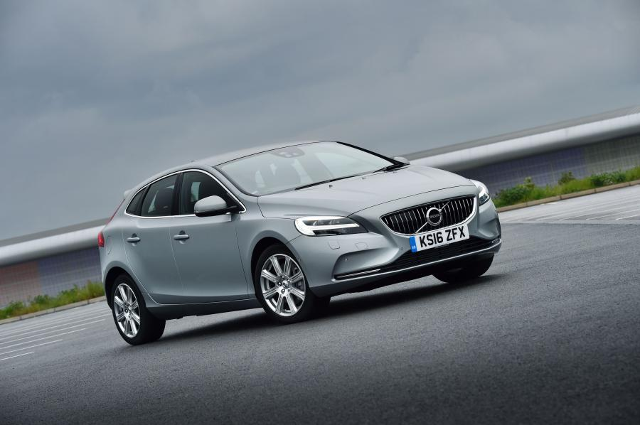 Volvo V40 D4 Inscription (UK) '2016