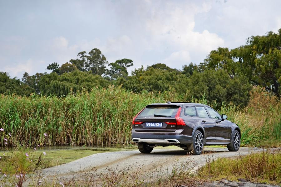 2017 Volvo V90 D5 Cross Country (ZA)