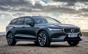 Volvo V60 D4 Cross Country 2019 года (UK)