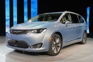2016 Chrysler Pacifica Hybrid