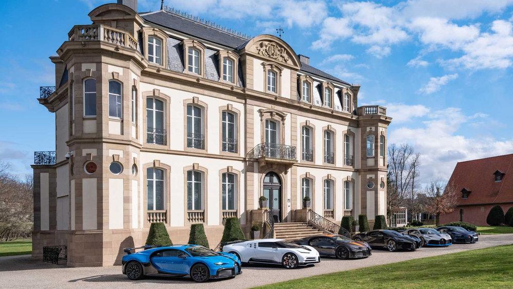 Шестерка редких Bugatti Chiron встретилась вместе