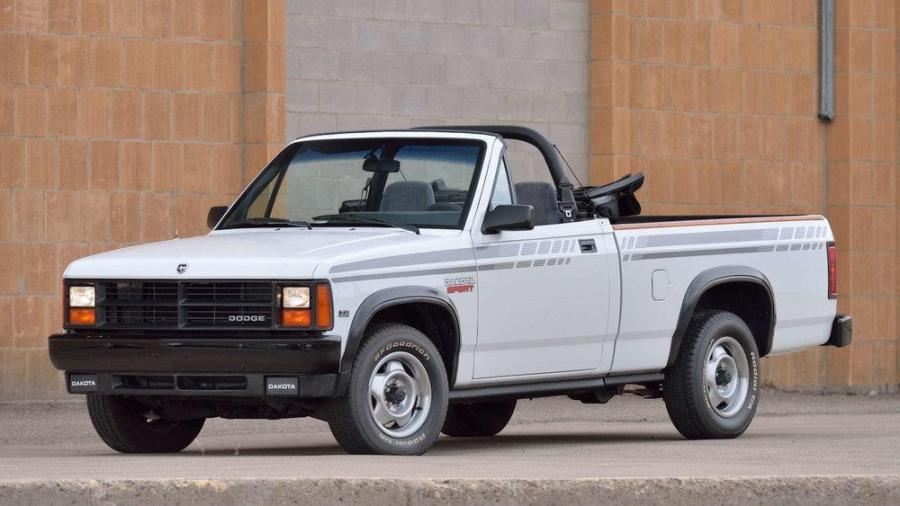Лотом аукциона стал кабриолет Dodge Dakota 1990 года с пробегом 96 000 км