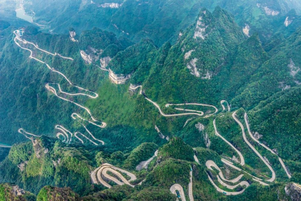Китай: дорога Небесные врата в горах Тяньмэнь