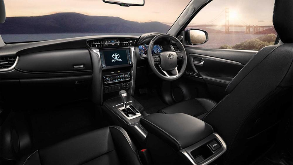 Внедорожник Toyota Fortuner нового поколения выйдет в 2021 году