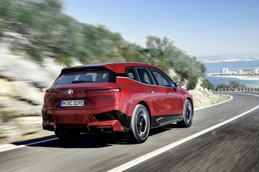 новый BMW iX xDrive50