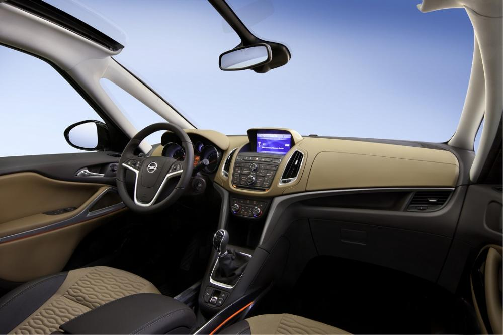 Opel Zafira Tourer интерьер