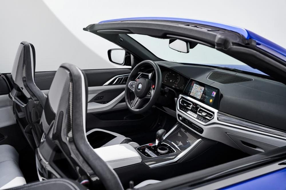 интерьер BMW M4 Competition.