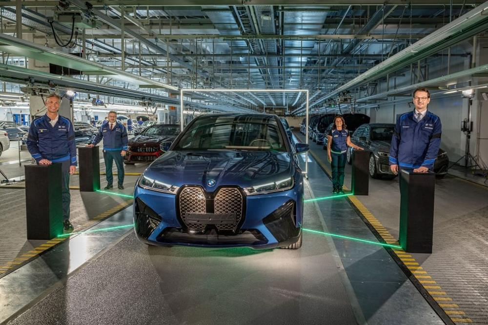 На заводе BMW Group старт выпуска BMW iX