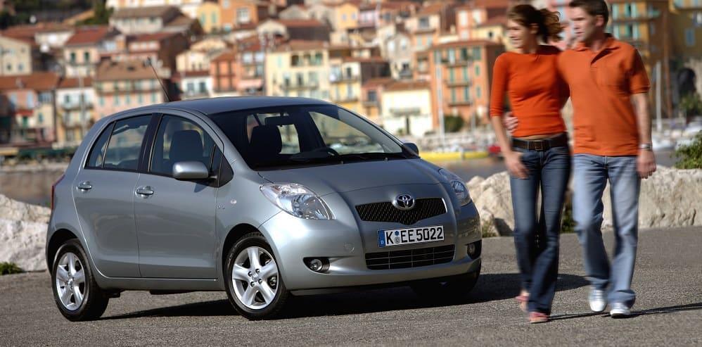 до 400000 рублей Toyota Yaris второго поколения