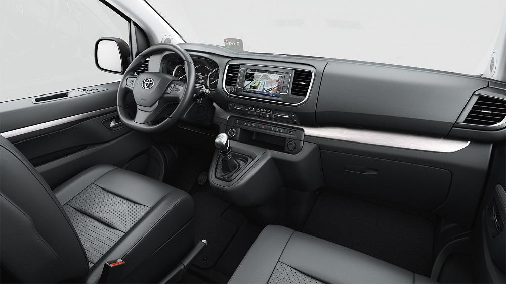 место водителя Toyota Proace Verso