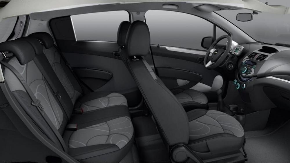 интерьер хэтчбека Chevrolet Spark