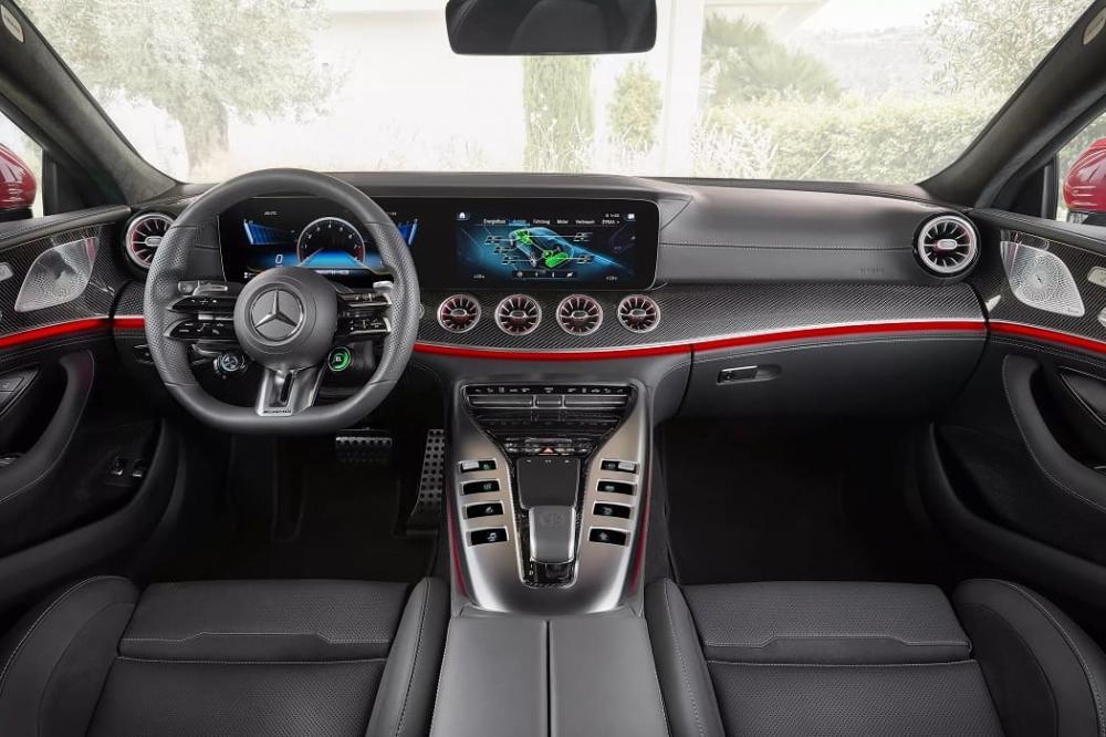интерьер Mercedes-AMG GT63 S E Performance