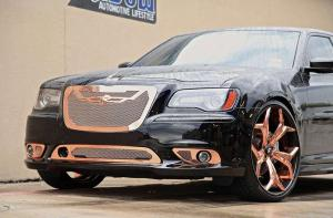 Moon Shadow Dallas поставил Chrysler 300 SRT на диски Forgiato 24 дюйма