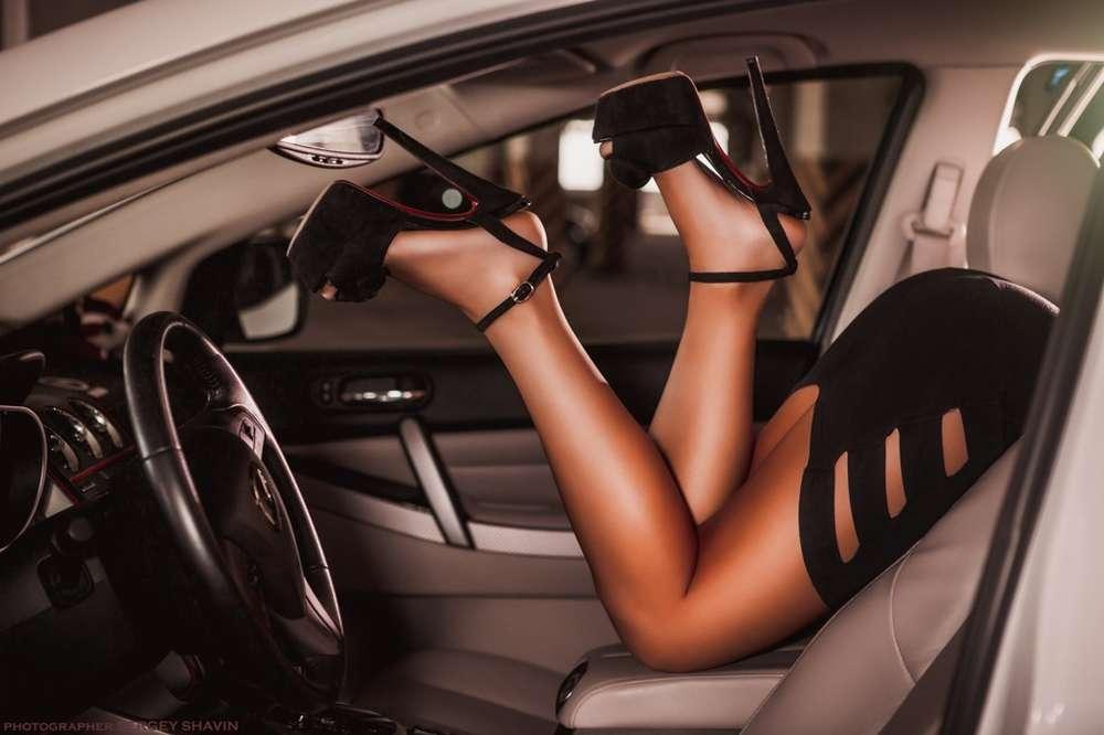 ноги девушки и авто фото головка