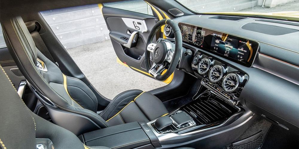 Mercedes привез в Россию автомобили с мощнейшей в мире четверкой