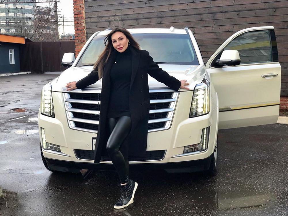 Лишенная водительских прав Наталья Бочкарева решила продать Cadillac