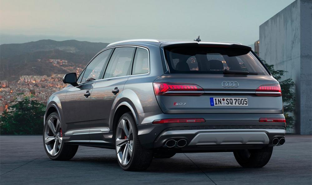 Audi назвала стоимость обновленного кроссовера SQ7 в России