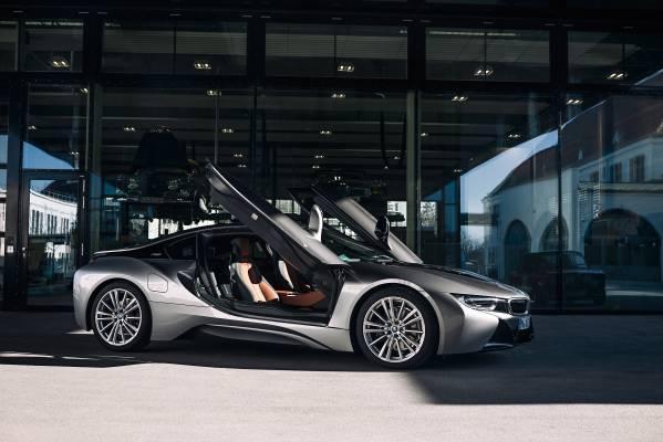 BMW официально подтвердила смерть гибридов i8