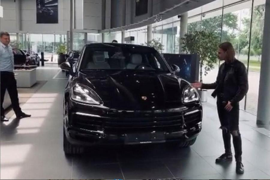 Фронтмен российской группы Little Big назвал свой новый Porsche Cayenne Антоном